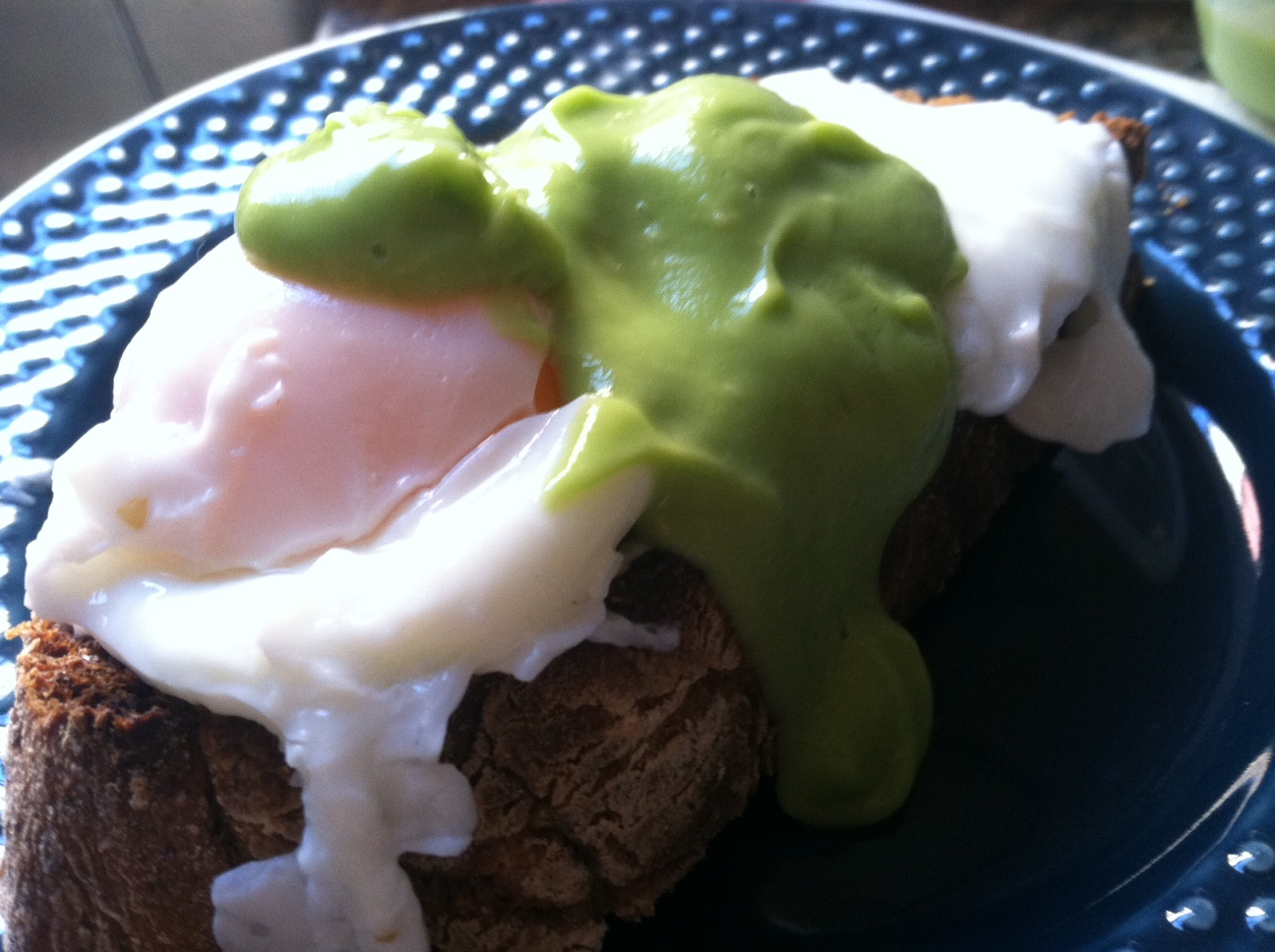 avocado hollandaise yum
